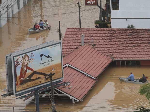 Chuvas em SC  já atingem quase 600 mil pessoas