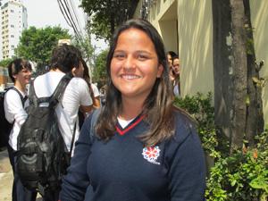Bárbara Melo acha que esforço para acompanhar a rotina vai valer a pena (Foto: Letícia Macedo/ G1)