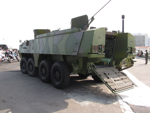 Blindado também está exposto no 4º Encontro de Veículos Militares do Forte de Copacabana (Foto: Luis Fernando Padron/VC no G1)