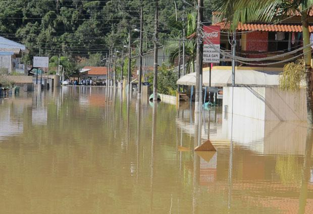 A cidade de Itajaí foi tomada pelas águas (Foto: Rosanne D'Agostino)