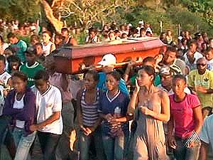 Enterro de estudante ferida com estilete (Foto: Reprodução/TV Subaé)