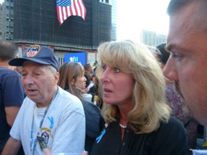 Parry Sikorsky junto com o pai George (de boné) e da cunhada Mary (Foto: Cristina Indio do Brasil/G1)
