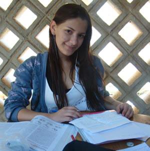 Talita Tomas, estudante do Coluni. (Foto: Léa Medeiros/UFV)