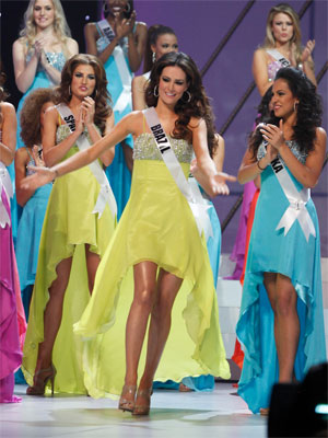 Miss Brasil comemora classificação para a semifinal (Foto: Reuters)