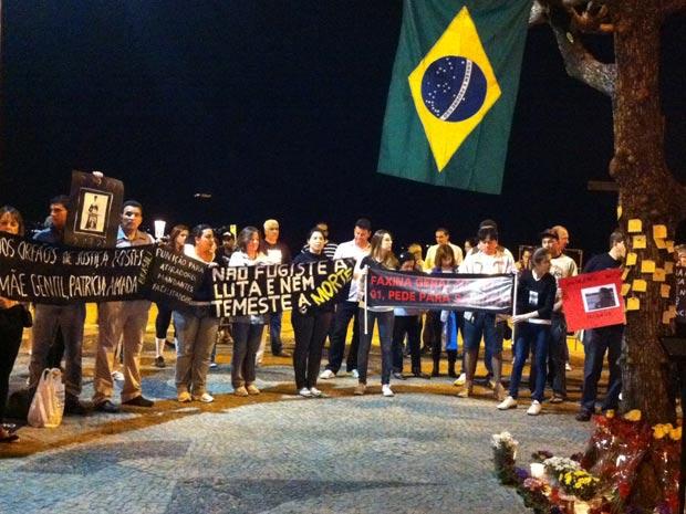 Manifestantes em protesto pela morte da juíza Patrícia Acioli em Niterói. (Foto: Foto: Tássia Thum/G1)