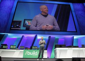 Steven Sinofsky, presidente da divisão Windows em apresentação do novo sistema operacional da empresa, revela números de vendas do Windows 7 (Foto: Alex Gallardo/Reuters)