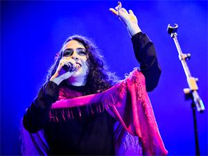 A cantora Marisa Monte durante show em São Paulo (Foto: Fernando Hiro/Divulgação)