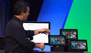 Michael Angiulo, VP da Microsoft, mostra linha de aparelhos com novo Windows 8 (Foto: Divulgação)