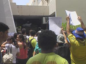 Tumulto na Câmara Municipal de João Pessoa  (Foto: Walter Paparazo/G1)