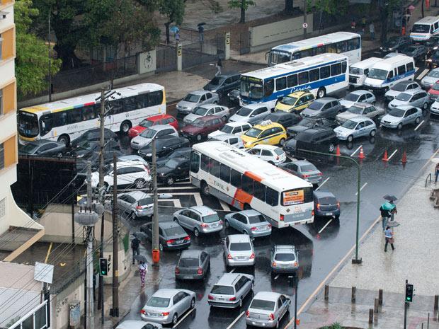 Trânsito congestionado na altura da Uerj (Foto: Celso Pupo/FOTOARENA/AE)