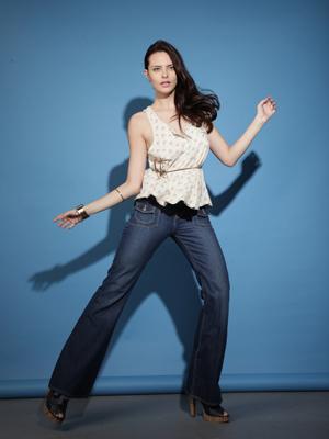 O jeans flare alonga a silhueta (Foto: Divulgação)