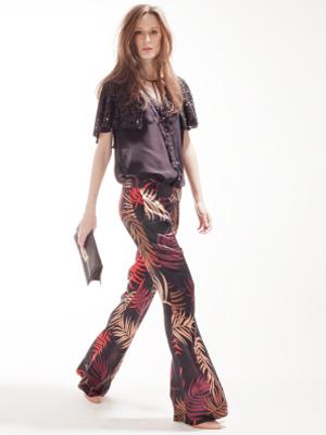 Calça boca de sino é tendência para o verão 2012 (Foto: Divulgação)