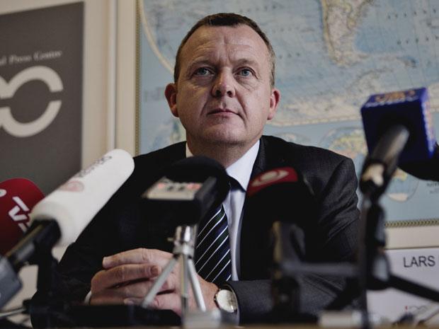 Premiê dinamarquês fala com jornalistas na quarta-feira (14) (Foto: AP)