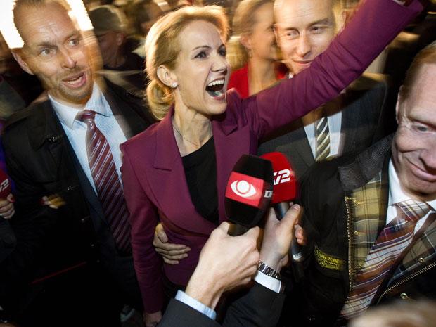 Helle Thorning-Schmidt festeja após a divulgação do resultado nesta quinta (15) (Foto: AP)