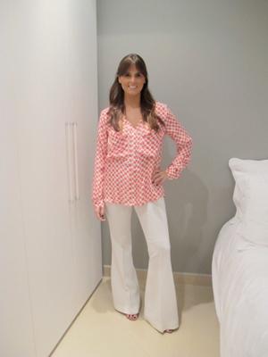 Nanda veste calça boca de sino branca (Foto: Arquivo Pessoal)