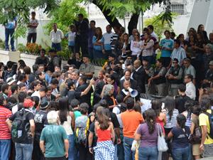 Protesto na Câmara de João Pessoa (Foto: Walter Paparazo/G1)