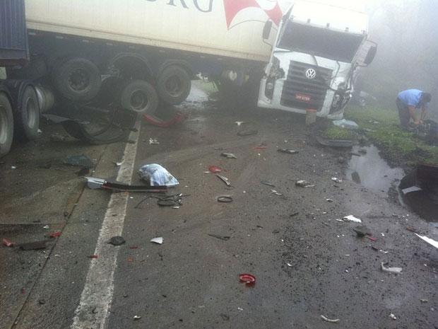 Acidente envolveu dezenas de veículos nesta quinta-feira (15) (Foto: Roberty Sarinho Ferreira/VC no G1)