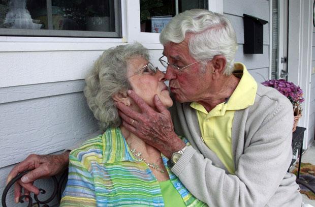 Женщины любят секс с стариками верно!