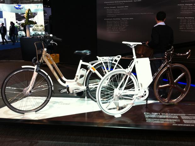 Peugeot comercializa bicicleta híbrida na Europa desde o ano passado (Foto: Priscila Dal Poggetto/G1)