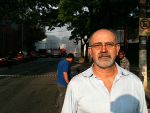 Gilberto Ferreira trabalhava em escritório vizinho ao incêndio (Foto: Raphael Carvalho/ G1)