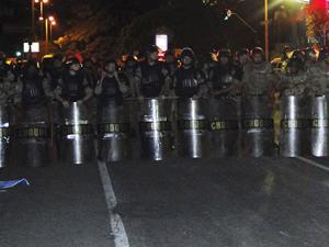 A Polícia Militar usou armas não-letais para conter os manifestantes (Foto: Pedro Triginelli/G1)