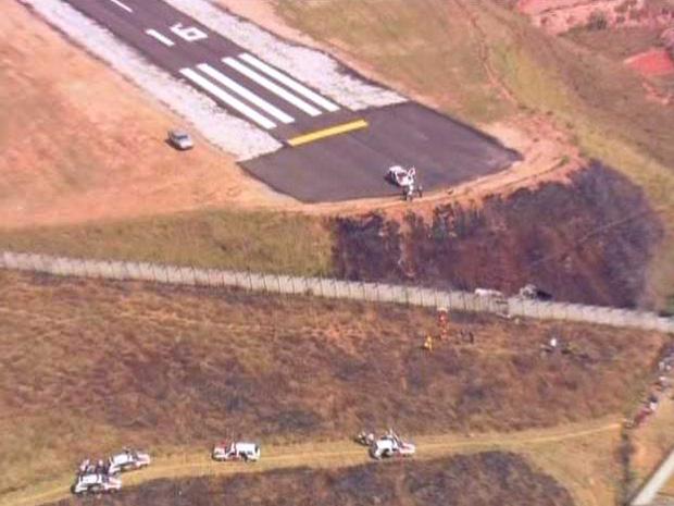 Fogo foi extinto por pessoas que estavam no terreno (Foto: Reprodução/TV Globo)