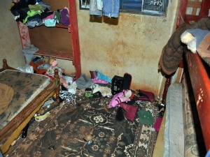 PM encontra crianças em estado de abandono em Campo Grande (Foto: Aliny Mary Dias/G1MS)