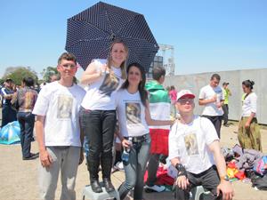 Nutricionista pediu guarda-chuva emprestado para se proteger de sol intenso (Foto: Letícia Macedo/ G1)