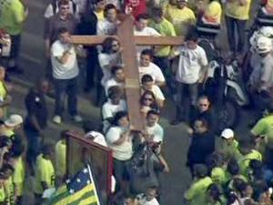 Cruz Peregrina chega ao Campo de Marte, na Zona Norte de São Paulo (Foto: Reprodução / TV Globo)