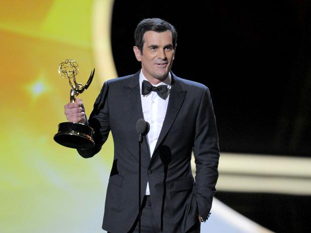 """O ator Ty Burrel faz discurso de agradecimento após receber o Emmy de melhor ator coadjuvante de série de comédia por """"Modern Family"""" (Foto: Mark J. Terrill/AP)"""
