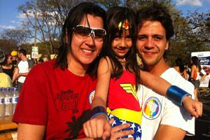 Luciana Berbi com a sobrinha, Maysa, e o irmão (Foto: Rafaela Céo / G1)