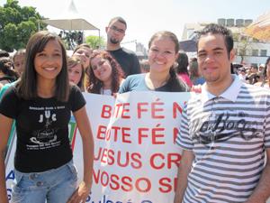 Lucas e Rafaela participam de comunidade na Zona Norte (Foto: Letícia Macedo/ G1)