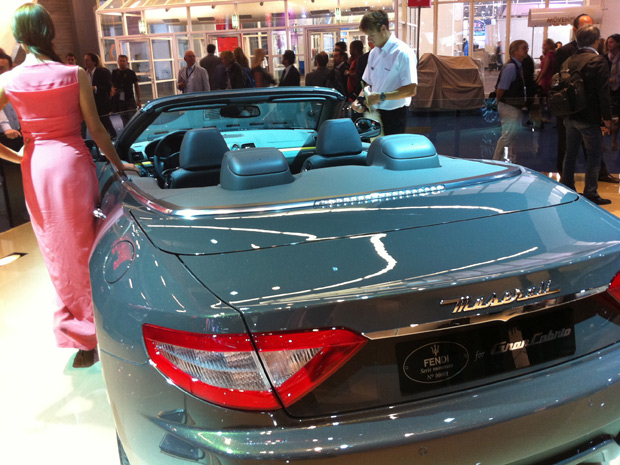 Fendi desenvolveu cor exclusiva para o Maserati GranCabrio (Foto: Priscila Dal Poggetto/G1)