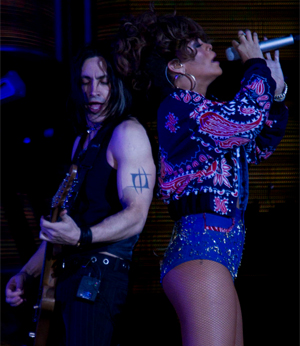 A cantora e o guitarrista português Nuno Bettencourt  (Foto: Pedro Silveira/ G1)