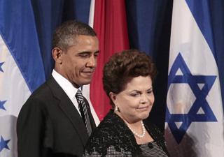 """A presidente Dilma Rousseff, ao lado do presidente dos EUA, Barack Obama, durante a cerimônia de lançamento da """"Parceria para Governo Aberto"""", em Nova York. (Foto: AP)"""
