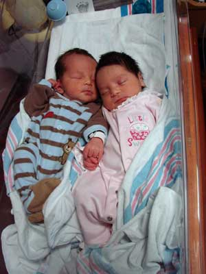 Mulher dá à luz gêmeos de dois úteros diferentes  (Foto: Morton Plant Hospital / Divulgação)