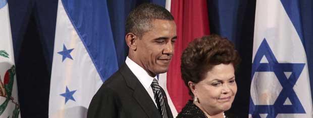 O presidente dos EUA, Barack Obama, e a presidente do Brasil, Dilma Rousseff, chegam a evento sobre governo aberto nesta terça-feira (20) em Nova York (Foto: AP)
