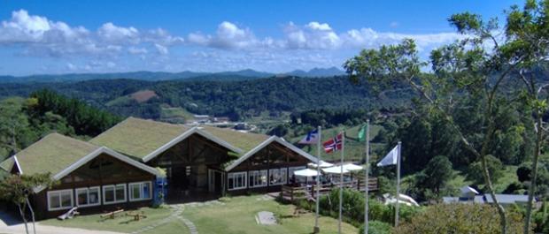 Rancho em Pedra Azul utiliza telhados verdes em suas instalações. (Foto: Divulgação/Fjordland)