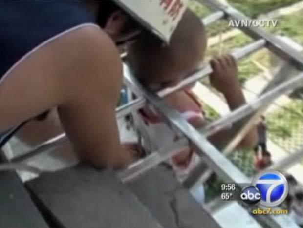 Menino de cinco anos fica preso pela cabeça em janela na China 1 (Foto: Reprodução)