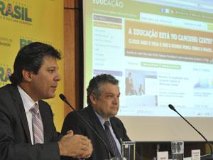 O ministro Fernando Haddad  e pesquisador Ricardo Paes de Barros (Foto: Valter Campanato/Agência Brasil)