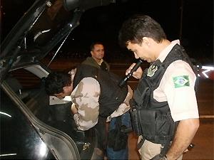 Crack é encontrado em mala de carro na Paraíba (Foto: Divulgação/PRF-PB)