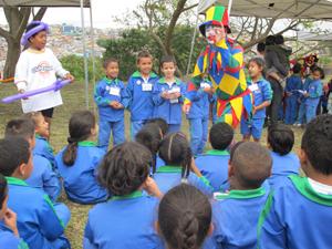 Crianaças participaram de brincadeiras na inauguração (Foto: Clara Velasco/G1)
