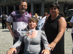 Luciana com a irmã e o cunhado estiveram no Centro do Rio (Foto: Thamine Leta)