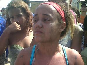 Moradora diz que perdeu tudo no incêndio (Foto: Carolina Lauriano/G1)