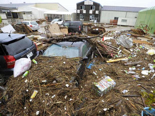 Tufão 'Roke' no Japão inunda ruas e já deixa quatro mortos (Foto: AP Photo/Kyodo News)