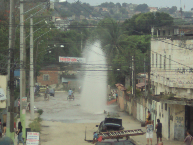 O vazamento aconteceu por volta das 16h50 da tarde desta quarta-feira (21) (Foto: Cristiane da Silva Area/VC no G1)