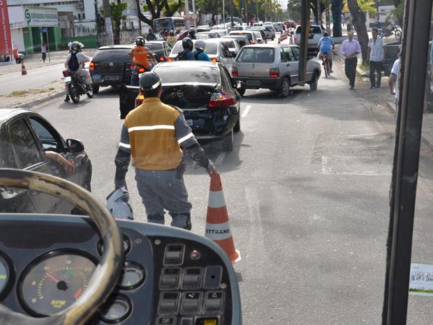 Acidente de trânsito em João Pessoa (Foto: Walter Paparazzo/G1)