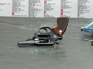 Revóver calibre 38 utilizado pelo aluno (Foto: Marcelo Mora/G1)