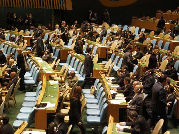 Diplomatas deixam o recinto durante a fala do presidente do Irã, Mahmoud Ahmadinejad, na Assembleia Geral da ONU, nesta quinta-feira (22) (Foto: Reuters)