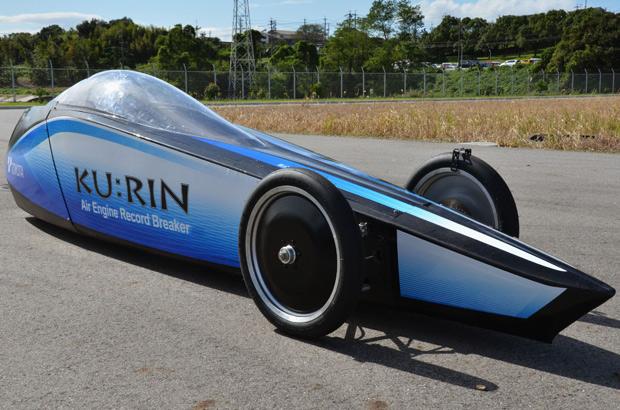 Ku:Rin chega a 129,2 km/h, uma marca alta para um carro a ar comprimido (Foto: Kyodo News/AP)
